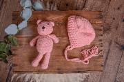 Set de gorrito y peluche de oso rosa