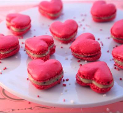 Coffret 20 macarons fraise/noisette