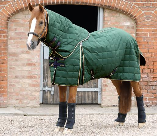 Lucanta 200g Stable Rug with Neck Cover