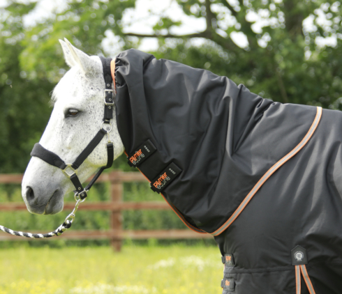 Titan 300 Turnout Rug Neck Cover (200g Fill)